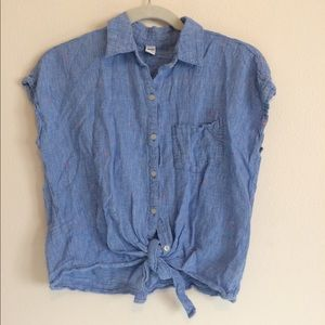 ✨4/$20✨ Old Navy tie front button down shirt M
